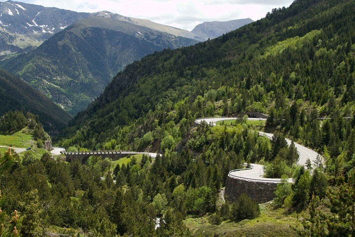 PARTICIPATES IN THE CONSTRUCTION OF BRAND NEW ANDORRA